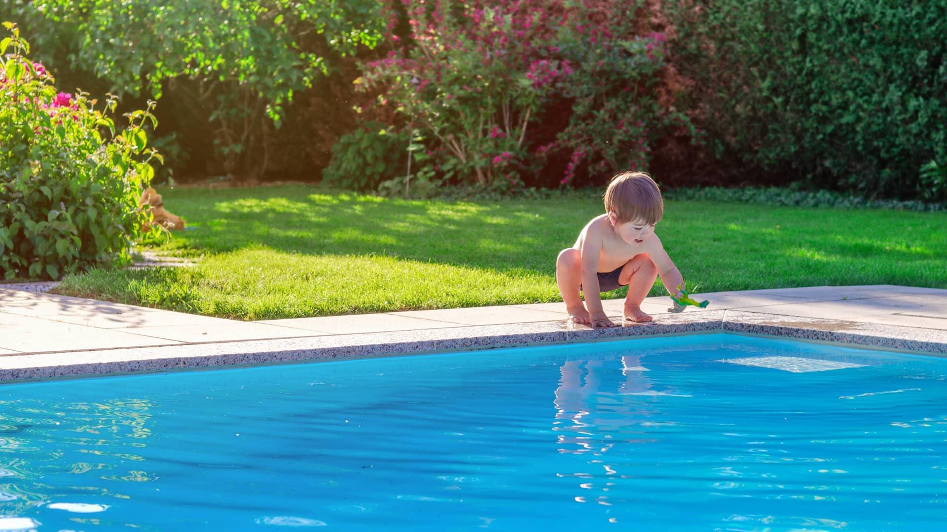 Erba sintetica bordo piscina